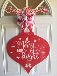 Christmas Wood Crafts, Christmas Door Decorations, Decorating With Christmas Lights, Christmas Signs, Christmas Projects, Christmas Wreaths, Christmas Ornaments, Wood Ornaments, Merry And Bright