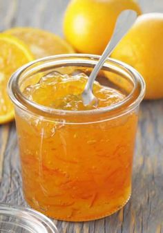 Easy orange jam with thermomix. Here is an Orange Jam recipe, easy and quick to make using your thermomix. Seville Orange Marmalade, Orange Marmalade Recipe, Orange Jam, Chutney, Dessert Thermomix, Biscuits And Gravy, Orange Recipes, Vegetable Drinks, Healthy Eating Tips