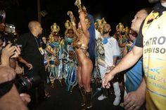 Sabrina Sato desfilou fantasiada de guerreira no posto de Rainha de Bateria da Vila Isabel, no dia 8... - Manuela Scarpa e Rafel Cusato/Brazil News
