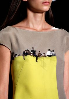 Akris - Photography textiles on a dress that looks like people are sitting on top of a ledge! make with embroidery Fashion Art, Womens Fashion, Fashion Design, Style Fashion, Fashion Trends, Looks Street Style, Mode Inspiration, Morning Inspiration, Mode Style