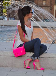 Love this look! Adorable hot pink heels and purse Women& street style urban fashion clothing outfit for summer Hot Pink Heels, Sexy Heels, Pink Shoes, Pink Heels Outfit, High Heels, Hot Pink Shirt Outfit, Bright Pink Heels, Neon Shoes, Shoes Heels