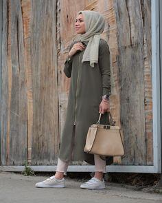 Latest hijab fashion outfits – just trendy girls Hijab Fashion 2016, Modest Fashion Hijab, Street Hijab Fashion, Abaya Fashion, Fashion Outfits, Hijab Style Dress, Casual Hijab Outfit, Hijab Chic, Islamic Fashion