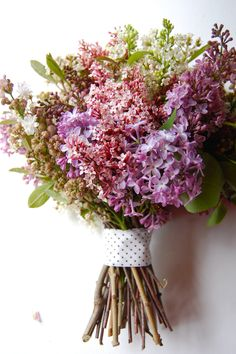 can't you just smell this bouquet? Lilac, etc wild wedding bouquet Bouquet Bride, Lilac Bouquet, Purple Wedding Bouquets, Lilac Wedding, Mod Wedding, Wedding Flowers, Dream Wedding, Rustic Bouquet, Bouquet Wedding