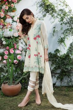 Imrozia-Lawn-Collection-2018-96.jpg 600×900 pixels