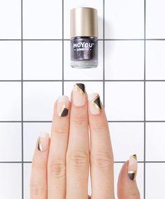 🌛🌟WOOOOOOO COSMIC MANI! Thanks for the inspiration @nailscope @so_nailicious🌟🌜We used: Holy Shapes 05 // Nail polish: Liquid Gold / Galaxy