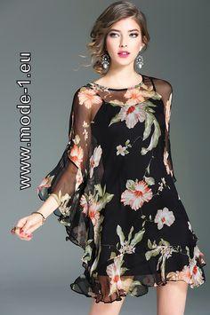 Kurzes Sommerkleid mit Blumenmuster aus Seide