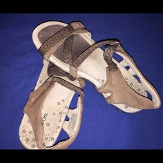 Taos size 8 Gently used Shoes Flats & Loafers