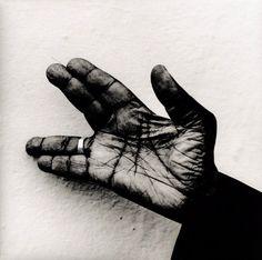 John Lee Hooker's Hand,  Los Angeles, 1994 photography by ©Anton Corbijn,