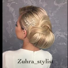 Best Hairstyles For Women - Unique Hairstyles Tutorials This collection of best hairstyles are suitable for women who desire to have a unique look during various occasions like wedding parties. Unique Hairstyles, Braided Hairstyles, Wedding Hairstyles, 1960s Hairstyles, Hairstyles Pictures, Feathered Hairstyles, Hair Upstyles, Haircut And Color, Hair Videos