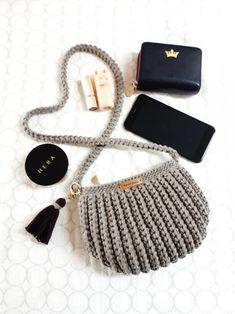 Craft Bags, Crochet Handbags, Knitted Bags, Crochet Accessories, Handmade Bags, Purses And Bags, Crochet Patterns, Pouch, Knitting