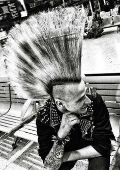 Punk with ultra-style Estilo Punk Rock, Punk Rock Grunge, Grunge Goth, Punk Mohawk, Punk Guys, Arte Punk, Anarcho Punk, Emo, Models