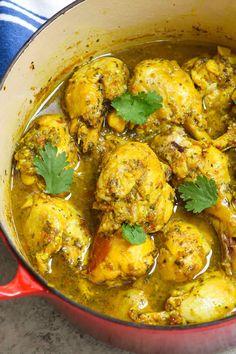 Trinidad Curry Chicken, Jamaican Curry Chicken, Easy Chicken Curry, Best Chicken Curry Recipe, Chicken Roti Recipe, Caribbean Curry Chicken, Cooking Chicken Curry, Chicken Pasta, Jamaican Dishes