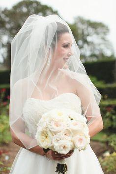 Elbow-length veil.