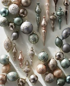 Holiday Ornaments We Love and How to Store Your Holiday Deco. - Holiday Ornaments We Love and How to Store Your Holiday Decor - Christmas Trends, Christmas Tree Themes, Modern Christmas, Green Christmas, Christmas Colors, Holiday Ornaments, Xmas Decorations, Christmas Holidays, Merry Christmas
