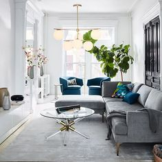 18 Spectacular White And Blue Living Room Ideas For Modern Home 67 - decorwoo Condo Living, Decor, Living Room Inspiration, Interior Design Living Room, Condo Living Room, Blue Living Room, Room Inspiration, Room, Apartment Decor
