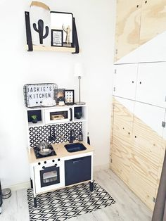 Childrens Wooden Kitchen, Childrens Kitchens, Ikea Toy Kitchen Hack, Diy Kids Kitchen, Ikea Furniture Hacks, Ikea Hacks, Ikea Duktig, White Kids Room, Scandinavian Kids Rooms