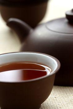 GREAT. Китайский черный чай Пуэр. Чай Great - 8 летней выдержки. С годами он приобрел более благородный аромат, в котором есть нотки сухофруктов, меда и осенней листвы. Вкус необычный, орехово-древесный, а цвет настоя темный, плотный, яркий и глянцевый. http://fsunrise.ru/details/19