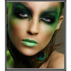 Poison Ivy, mysterious woodland fairy, elf... #Halloween #makeup Yeux Halloween, Looks Halloween, Maquillaje Halloween, Halloween Face Makeup, Halloween Fairy, Peacock Halloween, Halloween Costumes, Medusa Halloween, Halloween Plates
