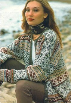 like how scarf is tied Fair Isle Knitting Patterns, Fair Isle Pattern, Knit Patterns, Norwegian Knitting, Knitting Projects, Knit Cardigan, Knitwear, Knit Crochet, Textiles