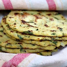 PAN tipo PITA de coliflor (sin harina ni cereales). Pueden usarlo para armar sandwiches como almuerzo o incluso como mer -