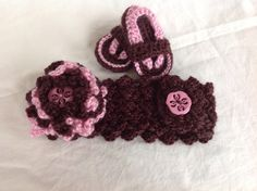 This sweet set is adorable for your baby! Colors shown are walnut and rose. Size shown is 3-6 month, but headband stretches and also has a button