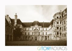 World Travel Photography Renaissance Architecture, Medieval Castle, Amazing Architecture, Travel Photography, Fancy, Mansions, Black And White, Stone, House Styles