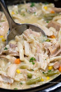 Crock Pot Chicken and Noodles is the ultimate comfort food. Juicy chicken, vegetables and tender noodles in an easy creamy broth cooks up effortlessly in your slow cooker. This is the perfect way to u Slow Cooker Huhn, Crock Pot Slow Cooker, Crock Pot Cooking, Slow Cooker Recipes, Crockpot Recipes, Soup Recipes, Chicken Recipes, Cooking Turkey, Freezer Recipes