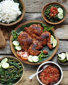 20 Resep masakan ayam paling enak instagram Chicken Teriyaki Recipe, Yummy Chicken Recipes, Tandoori Chicken, Healthy Dinner Recipes, Cooking Recipes, Healthy Food, Ayam Bakar Recipe, Bengali Food, Indonesian Cuisine