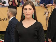 Mayim Bialik Blasts Feminists for 'Disgusting' Silence on Muslim Countries' Treatment of Women