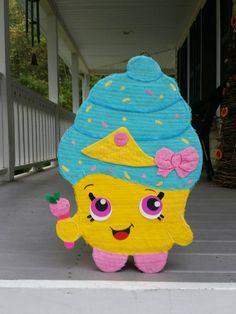 LEA INFO DE LA TIENDA DE ACTUALIZACIONES  piñata mide aproximadamente 21 pulgadas de alto por 15 pulgadas de ancho. Tiene hasta 8 libras de dulces (no incluido)