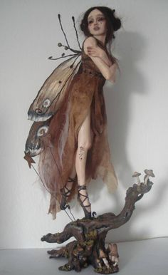 Claire Ashley…so beautiful! Elfen Fantasy, Fantasy Art, Fantasy Dolls, Art Fil, Halloween Karneval, Kobold, Elves And Fairies, Fairy Figurines, Arte Horror