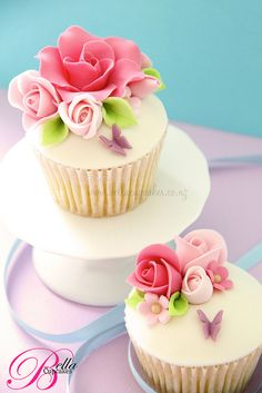 Beautifully decorated cupcakes ...♥♥...