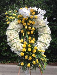 Flower Wreath Funeral, Funeral Flowers, Funeral Floral Arrangements, Flower Arrangements, Angel Wings Decor, Barack And Michelle, Sympathy Flowers, Memorial Hospital, Sprays