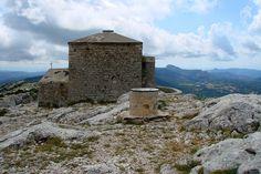 Le massif de la Sainte-Baume : Les lieux mythiques de la Provence - Le massif de la Sainte-Baume est la plus haute et la plus étendue des montagnes de Provence, atteignant 1 147 mètres d'altitude. Il s'agit d'un site écologique de toute beauté proposant une végétation diverse et luxuriante.  ©  Sylviane CHAUVIN