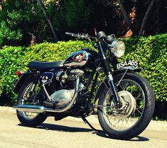 THIS is exactly the style I'm looking for. Look out springtime. 1969 BSA A65 Lightning