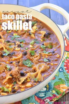 One-Pot Taco Pasta Skillet ~ loaded with ground beef and pasta, flavored with taco seasoning and salsa, and studded with Ground Beef And Broccoli, Healthy Ground Beef, Ground Beef Recipes, Taco Pasta Recipes, Broccoli Recipes, Mexican Food Recipes, Easy Skillet Meals, Dinner Recipes Easy Quick, Easy Dinners