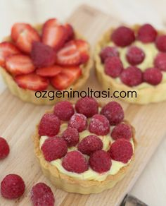 Raspberry and Strawberry Tartlets - Pastry Ideen Homemade Strawberry Cake, Chocolate Strawberry Cake, Strawberry Tart, Strawberry Cake Recipes, Raspberry Recipes, Healthy Cake Recipes, Healthy Sugar, Fun Easy Recipes, Chocolate Strawberries