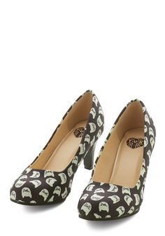 Are You Kitten Me? Heel. The allure of these sweet cat-printed heels is no joke! #black #modcloth