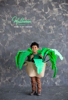 So clever! How to DIY a House Plant Costume for Halloween! Halloween Decorations For Kids, Diy Halloween Costumes For Kids, Halloween Images, Holidays Halloween, Cool Costumes, Halloween Party, Costume Ideas, Halloween House, Diy Carnival
