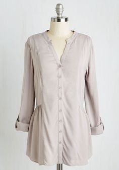 Trusty Travel Top in Grey. When the opportunity for a spontaneous sojourn arises, you instinctively pack this tab-sleeved top for a guaranteed gorgeous! #grey #modcloth