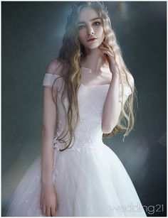 a timeless ball gown with a touch of regal elegance Young Models, Female Models, Pretty Dresses, Beautiful Dresses, Bridal Dresses, Wedding Gowns, Ball Gowns, Queen, Bride