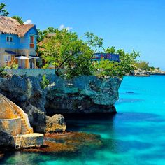 #Negril in Western Jamaica is known for its endless white and beaches and beautifully colored water... with that being said, who wouldn't want to live in this beautiful coastal house?!