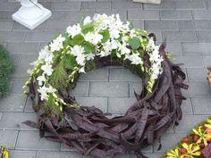 Grabfloristik Funeral Flower Arrangements, Funeral Flowers, Floral Arrangements, Memorial Flowers, All Souls Day, Bouquet, Sympathy Flowers, Grapevine Wreath, Grape Vines