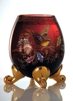 Hand painted and gilded vase Eggy