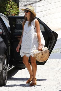 Gallery of photos showing Jessica Alba styles. Jessica Alba dress sense, clothes, accessories and hairstyles. White Sundress, White Dress Summer, Eyelet Dress, Lace Dress, Lady Like, Jessica Alba Style, Summer Outfits, Summer Dresses, Warm Weather Outfits