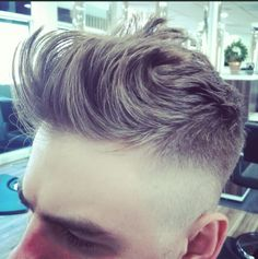 The sides of this hairdo, but longer Look Man, Undercut Pompadour, Hair Styles 2014, Hair Game, Hair And Beard Styles, Great Hair, Facial Hair, Haircuts For Men, Trendy Hairstyles