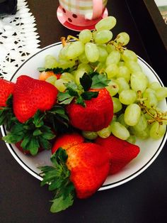Strawberry and seed less grapes