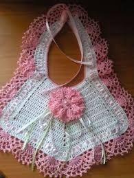 Resultado de imagen para bavaglini uncinetto schemi gratis Crochet Baby Bibs, Crochet Baby Clothes, Baby Blanket Crochet, Crochet For Kids, Crochet Yarn, Crochet Stitches, Baby Bibs Patterns, Baby Knitting Patterns, Crochet Patterns