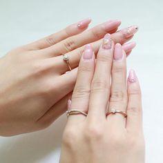 No.027 スタッフの手元コーディネート  やわらかなペールトーンのピンクに パールで上品な手元に。  #orefice #jewelry #accessories  #ring #ootd #beautiful #simple #pink #coodinate #nail #nails #photo #photography #autumn #winter #オレフィーチェ #リング  #アクセサリー  #ジュエリー  #コーデ #ネイル #ジェルネイル #ピンク #冬 #秋 #ペールピンク