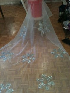 I think I might use this technique for making an Elsa dress for my nieces and daughter...